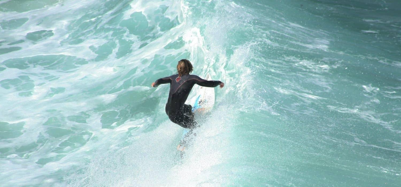 benefici meditazione: in equilibrio sul mare in tempesta.